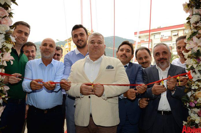 145 yıldır hizmet veren ve Alanya'da da şubesi bulunan Faruk Güllüoğlu'nun ikinci yıl dönümü etkinliği gerçekleştirildi.