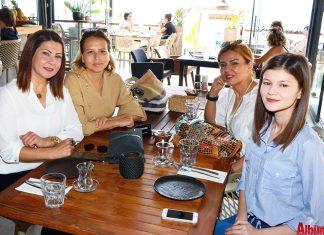 Kardelen Güzellik Merkezi Sahibi Filiz Duman tarafından 'Anneler Günü' nedeniyle En Vie Beach'te renkli bir kahvaltı organize edildi.