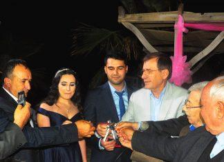 İyi Parti İlçe Başkanı Yücel Apaydın'ın yeğeni Yelda Apaydın ve Fırat Günser şık bir törenle nişanlandılar.