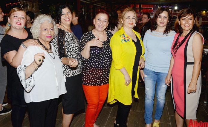 Türk Kadınlar Birliği Alanya Şubesi tarafından Flamingo Beach'te bir yardım gecesi etkinliği düzenlendi.