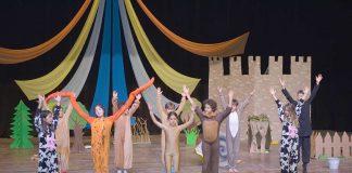 Waldorf Alanya Özel Yaşam Okulları öğrencileri tarafından sene sonu gösterisi düzenlendi. Çok sayıda tiyatro oyunu ve yabancı şarkıların yer aldığı gösteriler velilerden büyük alkış aldı.