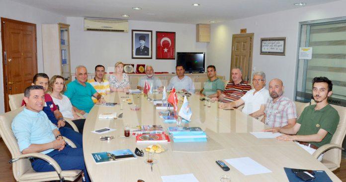 Alanya Kent Konseyi'nin Turizm Komisyonu toplantısında, turizm sezonu devam ederken sorunların da beraberinde devam ettiğine vurgu yapıldı ve