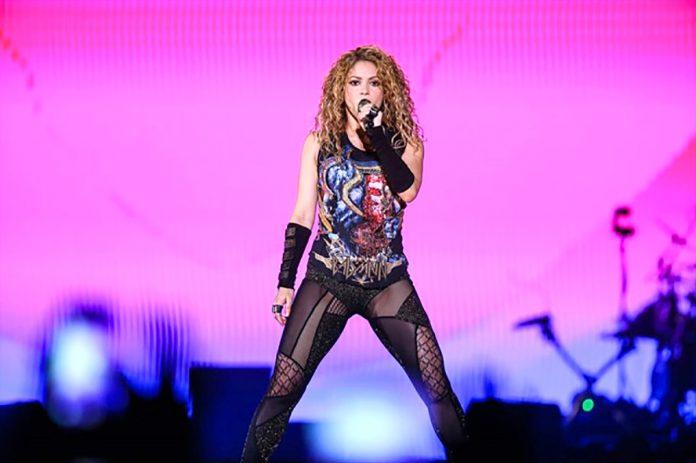 Shakira konserine ünlü akını