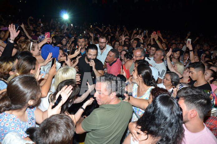 Koray Avcı Zafer Bayramı'nda konser verdi