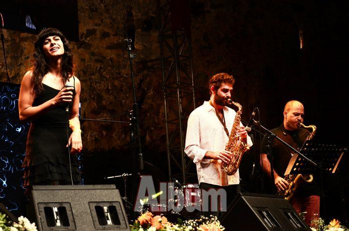 Konser İzmir Marşı ile başladı