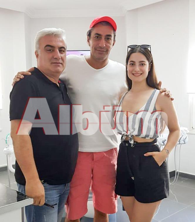 Ünlü oyuncu Erkan Petekkaya tatil için geldiği Alanya'da Diş Hekimi Enise Arzun Akbulut'u muayenehanesinde ziyaret etti.