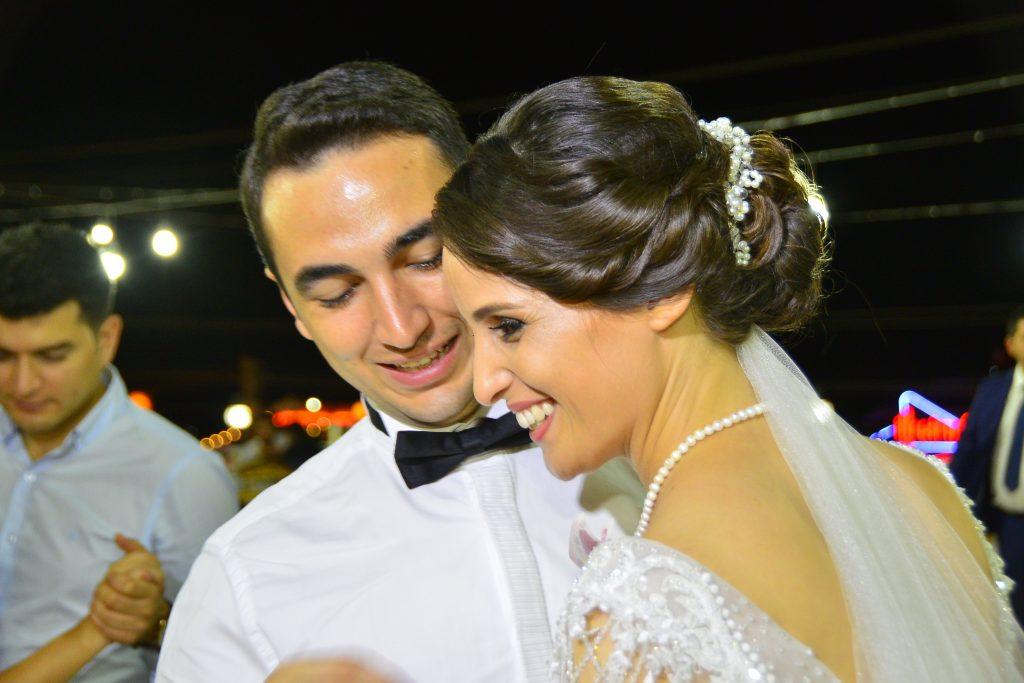 Hakime Çelik ve Mehmet Çamur, Alanya Yat Limanı karşısında hizmet veren Marina Restoran'da düzenlenen düğün törenleri ile hayatlarını birleştirdi.