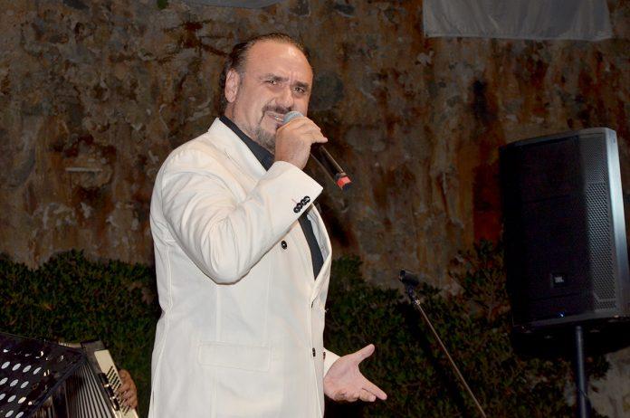 Alanya'daki 'Antik Kentler Konseri'nde sahneye çıkan opera sanatçısı ve tenor Hakan Aysev izleyenlere unutulmaz bir konser yaşattı.