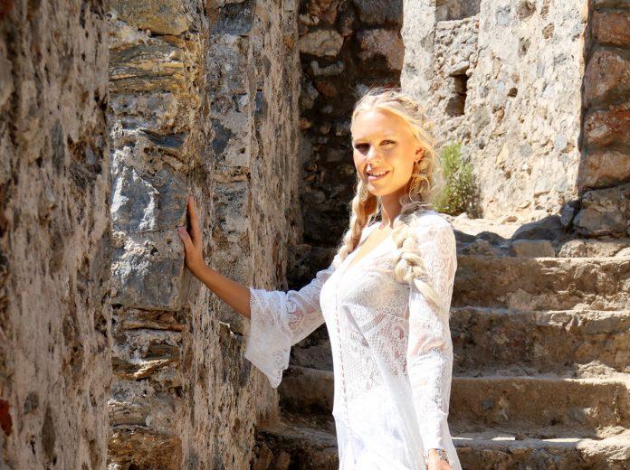 Alanya Turizm Tanıtma Vakfı katkılarıyla Alanya'da kampa giren Finlandiya Güzellik Yarışması finalistleri çekimlere başladı.