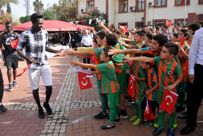 Alanyaspor Gazipaşa'da öğrencilerle buluştu