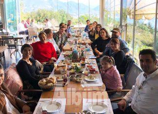 Öğretmenler Günü'nü kahvaltı ile kutladılar