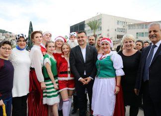 Noel pazarında dostluk ve hoşgörü rüzgarı