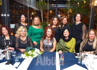 Esma Yalçın yeni yaşını dostlarıyla kutladı