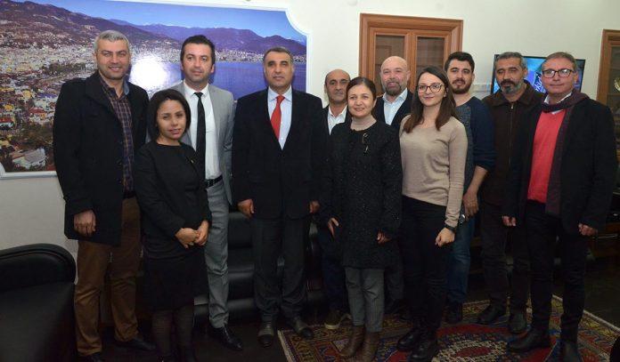 Alanya Gazeteciler Cemiyeti (AGC) Başkanı Gaye Coşkun ile yönetim kurulu üyeleri Alanya Kaymakamı Mustafa Harputlu'yu ziyaret etti.