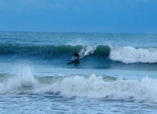 Alanya'da sörf yapanların sayısı giderek artıyor. İlçede 3 kişiyle başlayan spora ilgi duyanların giderek artmasıyla bugün sörf yapanların sayısı 30'u aşmış durumda.