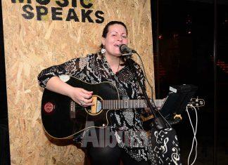 Enberi Cafe, leziz menüsüne canlı müzik dinletilerini de ekledi. Her hafta salı akşamları gerçekleşen canlı müzik dinletisinde Gerry sevilen şarkıları seslendiriyor.