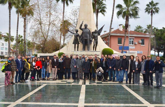 Tüm yurtta olduğu gibi Alanya'da da '10 Ocak Çalışan Gazeteciler Günü'kutlandı. Alanya Gazeteciler Cemiyeti Başkanı Gaye Coşkun, gazeteciler adına Atatürk Anıtı'na çelenk bıraktı.