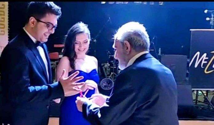 Damla Keskin ve Batuhan Şerbetçioğlu, Goldcity Hotel'in balo salonunda gerçekleşen şık bir davet ile evliliğe giden yolda ki ilk adımları olan nişan yüzüklerini taktı.