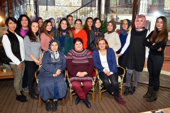 No:40 Bistro Cafe, Rehberlik Araştırma Merkezi tarafından açılan özel eğitim öğretmenliği kursundan mezun olan kadınların buluşmasına ev sahipliği yaptı.