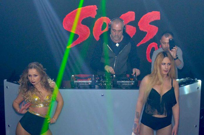 Sess 07 Club, Türkiye'nin ünlü DJ'leri arasında yer alan Suat Ateşdağlı'nın mikser başında canlı performansını sergilediği partiye ev sahipliği yaptı.
