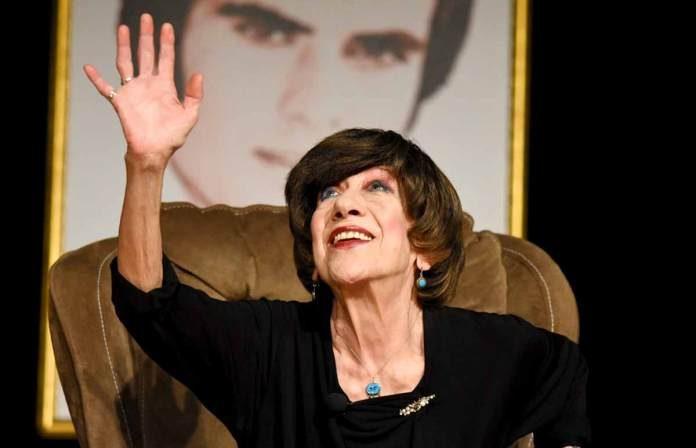 Türk sinemasının usta ismi Ayşen Gruda tedavi gördüğü hastanede hayatını kaybetti.