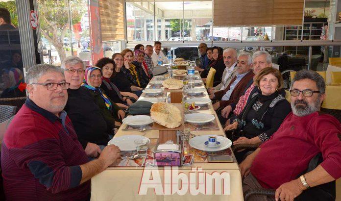 Hayate Hanım İlkokulu'nun 1972 mezunları 37 yıl sonra ilk kez bir araya geldi. Oba Yükseller Restaurant'taki buluşmada eski mezunlar