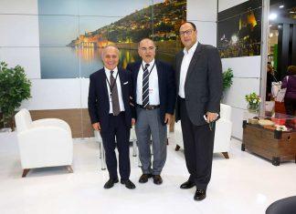 """Emitt 2019'da özel tasarımı ile büyük ilgi gören Alanya stantını ziyaret eden Türkiye Otelciler Federasyonu Başkanı Osman Ayık, """"2019 göstergeleri iyi. Kişi başı geliri artırabiliriz"""" dedi."""