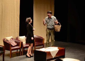 Akbulut Sanat, Ahmet Çevik Tiyatrosu'nun yeni oyunu 'Kaçamak yada Kaçamamak' isimli oyununu Alanya'da ki tiyatro severler ile buluşturdu.