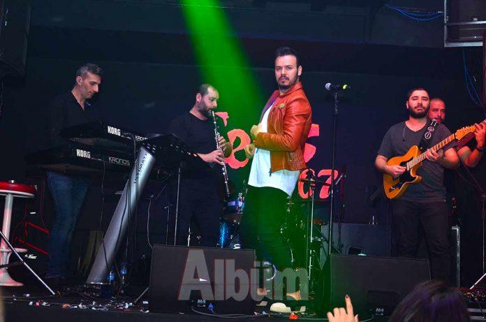 Sess 07 Bar, Sevgililer Günü için Deha Bilimlier'i sahnesinde ağırladı. Deha, romantik şarkılarını Alanya'da ki hayranları için seslendirdi.