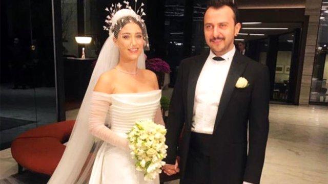 Ünlü oyuncu Hazal Kaya, 'Tribeca Film Festivali'nde En İyi Erkek Oyuncu ödülüne layık görülen eşi Ali Atay'ı Twitter hesabından paylaştığı mesajla tebrik ettiği için bir kullanıcı tarafından eleştirildi.