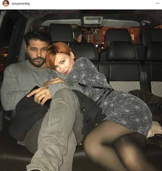 Oyuncu Arzu Yanardağ, tekstilci Gabi Abut'tan ayrılıp, Olgu adlı bir dövmeciyle yeni bir aşka yelken açtı. Oyuncu, yeni aşkını sarmaş dolaş pozla, Instagram'dan duyurdu.