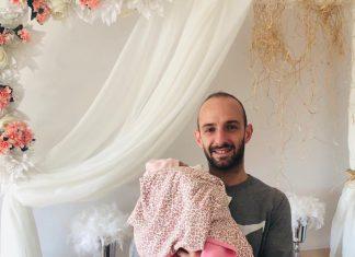 Alanyaspor Kulübü resmi twitter hesabından yaptığı paylaşımla yıldız oyuncu Efecan Karaca'nın baba olduğunu duyurdu.