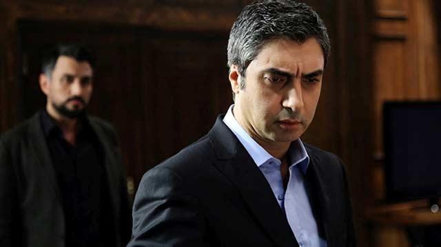 Karşılıklı boşanma davaları devam eden Nagehan Şaşmaz, eşi Necati Şaşmaz hakkında 6 ay uzaklaştırma kararı aldırdı. Necati Şaşmaz karar uymazsa hapis cezası alacak.