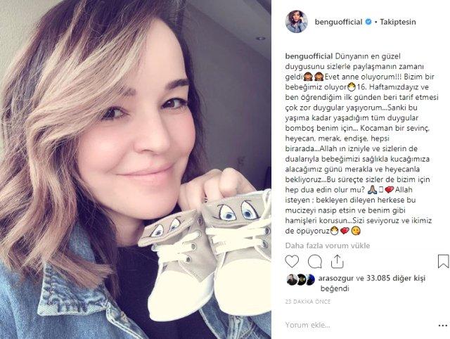 Geçtiğimiz sene Ağustos ayında Selim Selimoğlu ile dünya evine giren şarkıcı Bengü sosyal medya hesabından 16 haftalık hamile olduğunu duyurdu.