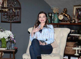Uzman Psikolog Esra Ezmeci, Nerdek Kafe'de söyleşi ve imza günü düzenledi. Gençlik yıllarını Alanya'da geçiren ünlü Psikolog ve yazar Esra Ezmeci, ALTSO'da 23 Mart'ta gerçekleştireceği seminer öncesi Alanya'daki takipçileri ile bir araya geldi.