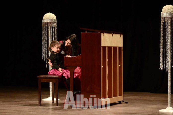 Alanya'da ilk kez Waldorf Alanya Özel Yaşam Okulları'nda düzenlenen olan piyano resitalinde 3 ile 30 yaş aralığında 28 piyanist sahne aldı.