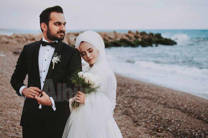 Ayşegül Erdoğmuş ve Uğur Kumaş, geçtiğimiz hafta sonu yapılan kalabalık bir düğün ile evliler kervanına katıldı.