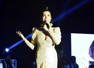 """Şarkıcı Ebru Yaşar, '8 Mart Dünya Kadınlar Günü' nedeniyle düzenlenen konserde """"Erkeksiz de olmaz, bizler bir bütünüz"""" diyerek 'Dünya Kadınlar Günü'nü kutladı."""