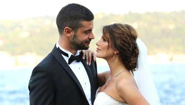 Oyuncu Berk Oktay, uygunsuz görüntülerini sızdırdığı iddia edilen ve 6 yıl hapsi istenen avukat eşi Merve Şarapçıoğlu hakkında ilk kez konuştu.