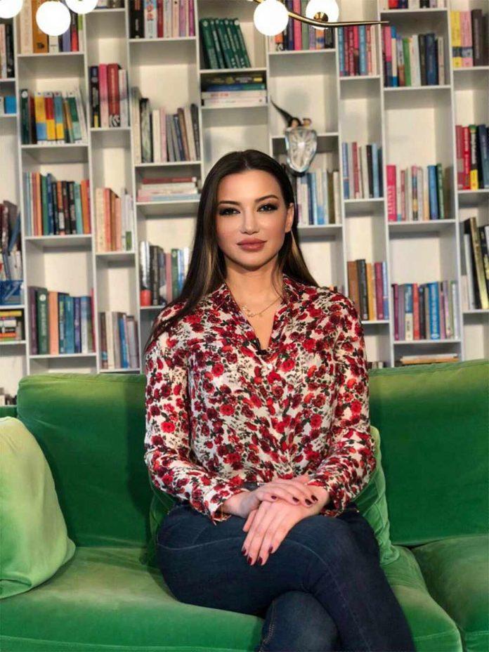 Ünlü Psikolog ve yazar Esra Ezmeci, ALTSO Akademi eğitim programı ve yeni kitabı, Süt Lekesi'nin imza günü için Alanya'ya geliyor.