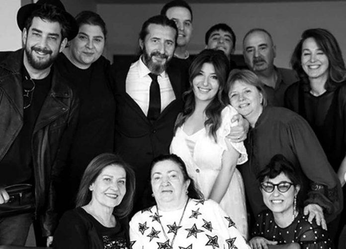 Ani bir kararla Kanat Atkaya ile dünya evine giren oyuncu Şebnem Bozoklu, Instagram hesabından ani evliliklerini ilginç hikayesini anlattı.