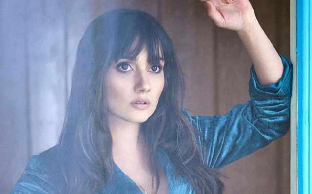 Yasak Elma'nın güzel oyuncusu Sevda Erginci, Instagram'dan paylaştığı lavabo pozuyla çok konuşuldu.