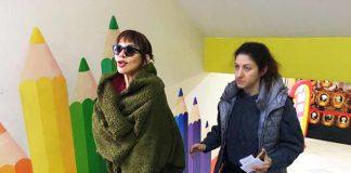 Sanatçı Sezen Aksu, Beykoz'da bulunan Sedat Simavi Ortaokulu'na erken gelince oyunu kullanamadı.