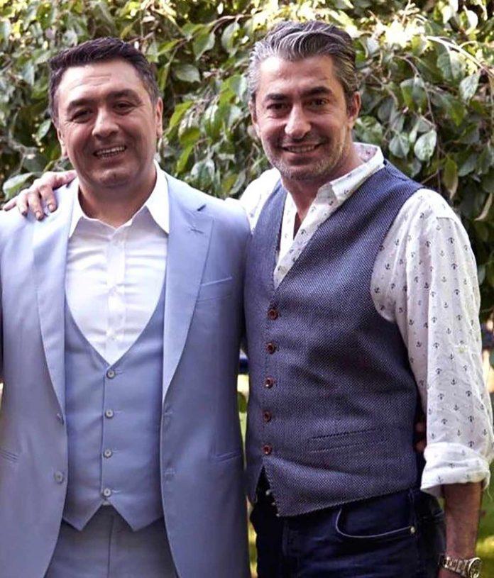 Ünlü yapımcı Mustafa Uslu, telefonla bağlandığı canlı yayında Erkan Petekkaya'nın uçakta bir kadın tarafından fiziki olarak tacize uğradığını ve bu olayda kendisinin suçlandığını anlattı.
