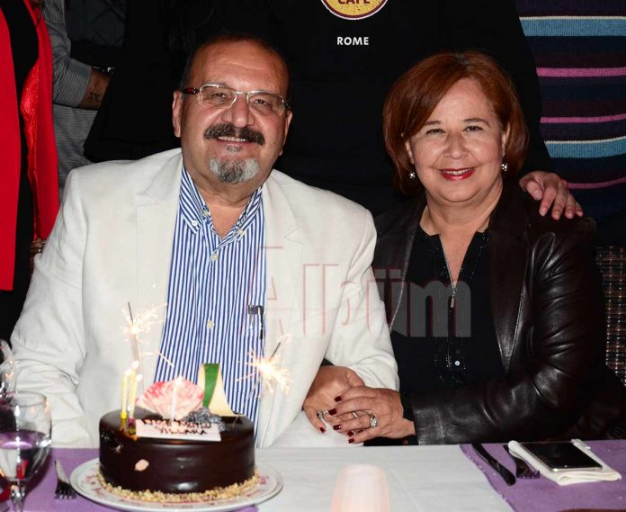 Harita Mühendisi Mustafa Başak doğum gününü yabancı dostlarıyla birlikte Merlot Restaurant'ta kutladı.