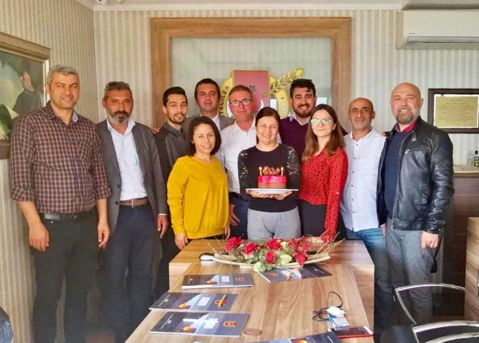 Alanya Gazeteciler Cemiyeti (AGC) Başkanı Gaye Coşkun'a yönetim kurulu toplantısında doğum günü sürprizi yapıldı.