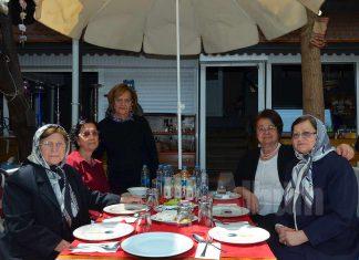Alanya Kadınları Yardımlaşma Derneği (AKYD) tarafından öğrencilere burs sağlamak amacıyla sucuk ekmek etkinliği düzenlendi.