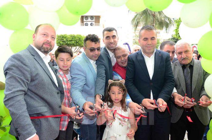 Yavuzhan Şimşek ve Oğuz Dursun ortaklığında hizmet veren Çiftlik Gurme'nin Mahmutlar'da bulunan üçüncü şubesi renkli bir açılışla hizmete girdi.