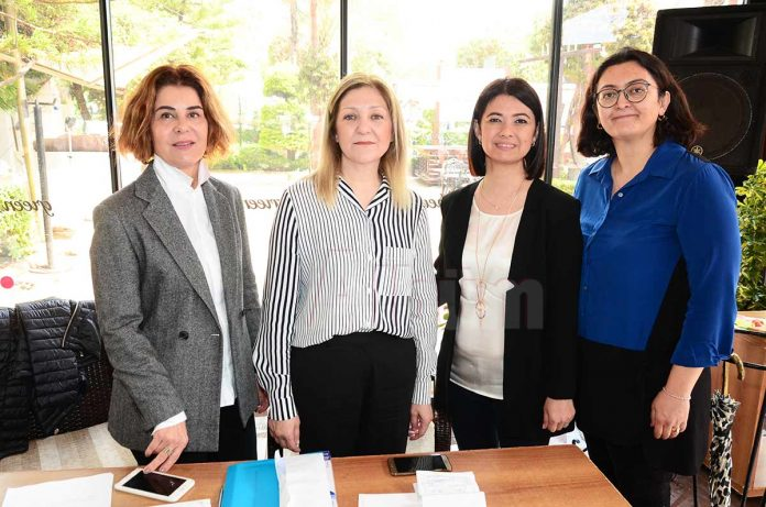 Alanya Kadınları Yardımlaşma Derneği (AKYD) tarafından öğrencilere burs vermek amacıyla kahvaltı düzenlendi.
