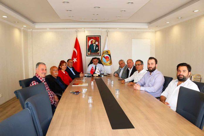 Alanya Turistik İşletmeciler Derneği Yönetim Kurulu üyeleri Alanya Belediye Başkanı Adem Murat Yücel'e 'Hayırlı olsun' ziyaretinde bulundu.